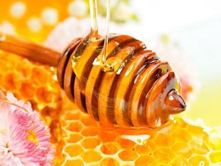 Мед борется с прыщами