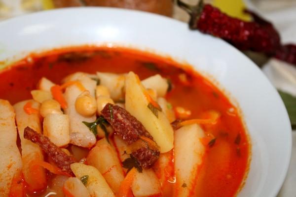 Нутовый суп с копченостями