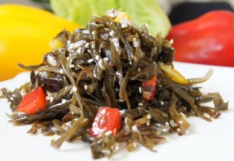 Салат из ламинарии с паприкой