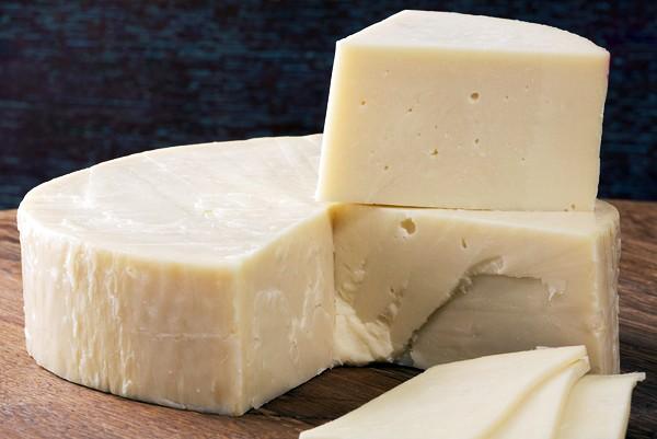 Твердый сыр хорош для бутербродов