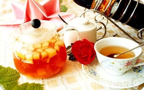 Чай из фруктов полезней компота