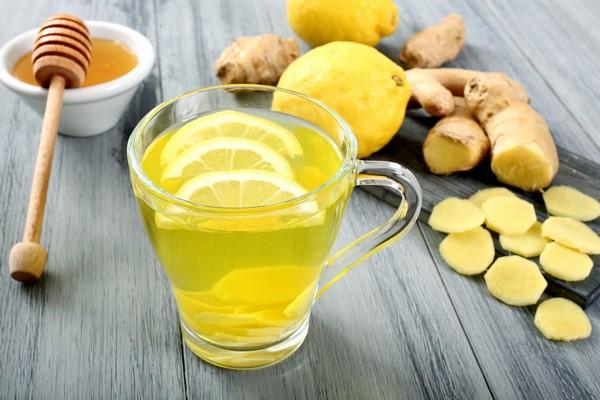 Напиток с лимоном, медом и имбирем
