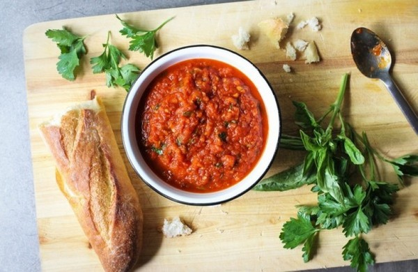 Томатный соус с зеленью