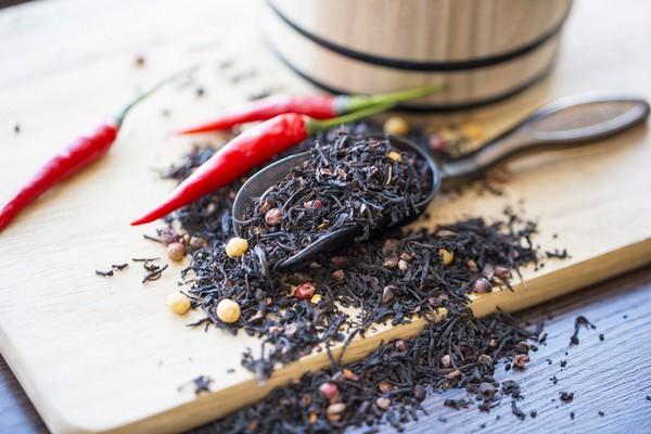 Черный чай и жгучий перец