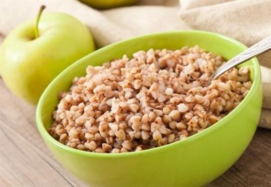 Разнообразить гречневую диету можно яблоком