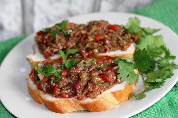 Бутерброд с овощной икрой