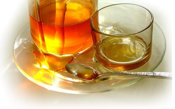 Мед с чаем